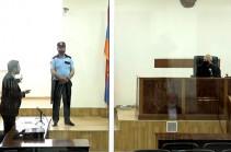 Ռոբերտ Քոչարյանի պաշտպանը միջնորդեց ընտրությունների պատճառով տևական ժամանակ հետաձգել նիստը. դատավորն ու դատախազը դեմ էին