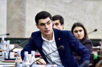Моя просьба ко всем обеспокоенным судьбой университета людям: обязательно участвуйте в выборах, выбирайте кого хотите, кроме Никола – Давид Апоян