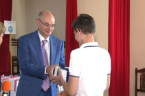 182 hearing aids and 2 buses by benefactor Mikayel Vardanyan for students of Special Educational Complex (Video)