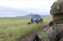 Российские миротворцы обеспечивают безопасность при проведении сельскохозяйственных работ вдоль линии разграничения в Нагорном Карабахе