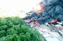 В штате Иллинойс загорелся химический завод (Видео)