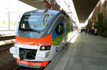 Открыт летний сезон пассажирских перевозок: в путь отправился первый в этом году поезд Ереван-Батуми