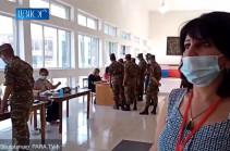 Սյունիքի 34/3 տեղամասում զինվորականները համար 3-ի քվեաթերթիկով բաց քվեարկություն են կատարում (Տեսանյութ)