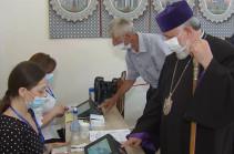 Armenian Catholicos casts his ballot