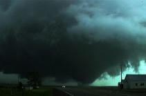 В Чикаго торнадо вызвал массовые разрушения (Видео)