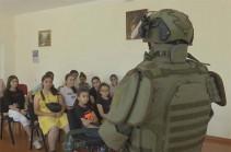 Российские миротворцы провели интерактивный урок в школьном лагере Аскеранского района