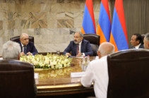 Armenia's acting PM meets leaders of non-parliamentary political forces
