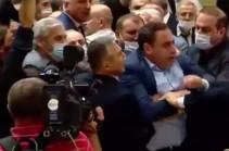 В парламенте Грузии подрались оппозиция и представители власти