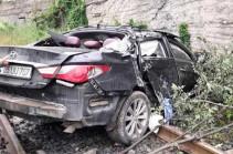 Լոռիում Hyundai մակնիշի մարդատար ավտոմեքենան ժայռից ընկել է երկաթուղային գծերի վրա