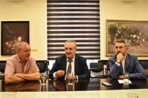 Ваграм Думанян принял представителей Ереванского государственного камерного театра