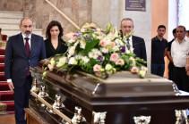 Նիկոլ Փաշինյանը և Աննա Հակոբյանը մասնակցել են Ջիվան Գասպարյանի վերջին հրաժեշտի արարողությանը