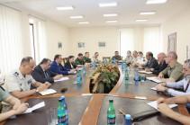 Боевые действия ВС Азербайджана проходили непосредственно на территории Армении – Минобороны представило подробности военным атташе