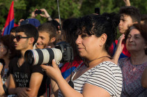Фотокорреспонденту Panorama.am запретили вход в парламент