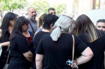 «Հիմա Եռաբլուրը մի Հայաստանի չափ է. Փաշինյանը մատաղ արեց սերնդին, պահանջում ենք հարգել արյունը, որը թափվել է այս հողի վրա»․ զոհվածների ծնողները դեմ են «գունագեղ» տոնակատարությանը