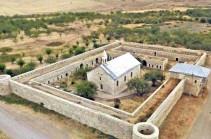 Азербайджанцы с помощью GPS дошли до монастырского комплекса Амарас и установили свои флаги, но российские миротворцы отправили их обратно, на исходную позицию – Метаксе Акопян
