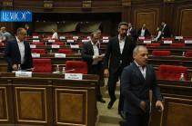 Ընդդիմությունը լքեց ԱԺ նիստերի դահլիճը