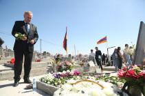 Վահրամ Դումանյանը մասնակցել է Արցախյան 44-օրյա պատերազմի հերոսների հիշատակին նվիրված խաչքարի բացմանը և այցելել է «Եռաբլուր»