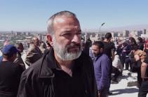 Եթե մի մարդ հայտարարում է, որ մեզ բանակ պետք չէ, թուրքն էլ մեր «ախպերն» է, ո՞նց կարող է Հայաստանի ղեկավար լինել․ զոհված զինծառայողի հայր