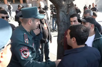Чтобы оправдать, что подарил армянский город-крепость врагу, Пашинян создает впечатление, будто Шуши не представляет ценности для армян – акция протеста у правительства
