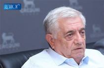 Помимо хорошего юриста, Рубен Саакян также был гражданином, обеспокоенным судьбой своей страны - Роберт Кочарян