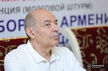 Геворк Погосян: «Реальны 2 сценария: появление нового героя либо военный переворот» (Голос Армении)