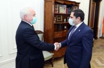 Сурен Папикян принял делегацию во главе с Игорем Масловым