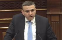 Варос Симонян освобожден от должности замминистра экономики
