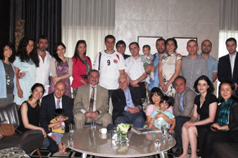 Charles Aznavour met Armenians in Shanghai