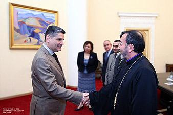 Վարչապետն ընդունել է Խաժակ արքեպիսկոպոս Պարսամյանին