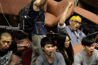 Protesters occupy Taiwan parliament over China trade deal