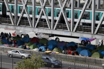 Channel Tunnel migrant crisis: Man dies as 1,500 try to enter