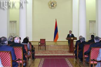 Президент наградил деятелей литературы и искусства госпремиями