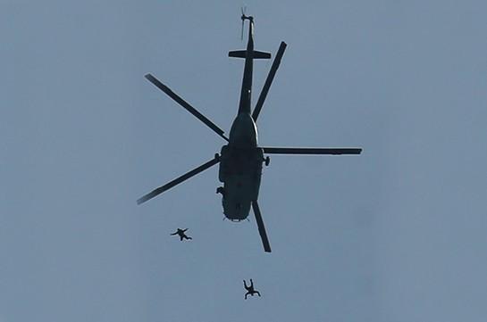 В Армении вертолетчики и спецназ ЮВО отработали переброску в тыл условного противника в высокогорной местности