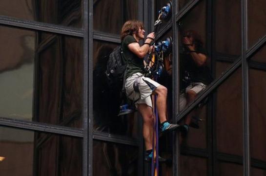Милиция задержала скалолаза наTrump Tower вНью-Йорке
