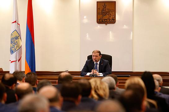 Мэр Еревана поручил провести новогодние мероприятия в скромном формате