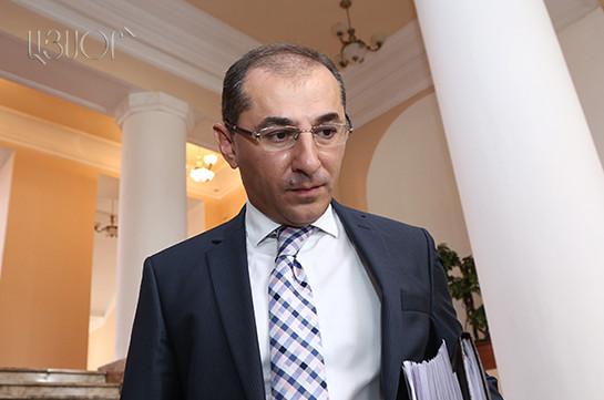 Президент Армении переизбран главой правящей партии