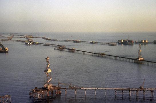 Десять азербайджанских нефтяников пропали при обрушении эстакады наКаспии