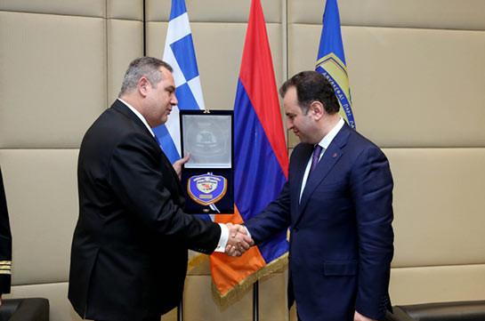 Министры обороны Грузии иАрмении подписали договор осотрудничестве