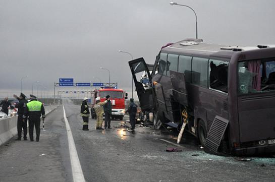 НаКубани автобус Москва-Ереван столкнулся сбольшегрузом
