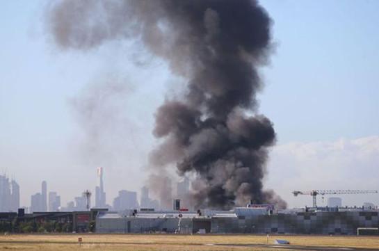 ВАвстралии самолёт врезался вторговый центр ивзорвался