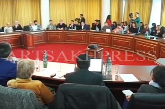 «Ай, кепеглы Алиев, ай, принципиальный президент…». В Карабахе собрались блогеры из 20 стран