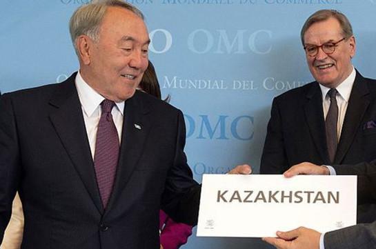 Назарбаев переводит Казахстан налатиницу