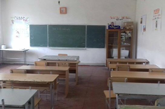 Աշտարակի դպրոցի 600 աշակերտ և ուսուցիչները դասադուլ են անում. կիսաքանդ դպրոցում այլևս անհնար է շարունակել ուսումնական գործընթացը