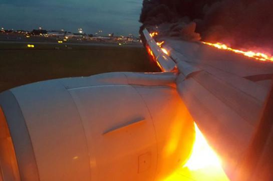 В аэропорту Нью-Джерси загорелся двигатель готовившегося ко взлету самолета
