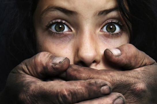 Հենց դադարեցի «երեխա լինել», իր հետաքրքրությունն իմ հանդեպ կորավ. խոսում են սեռական բռնության զոհերը