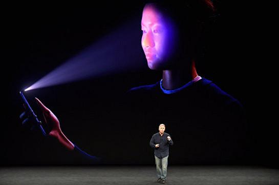 Во время презентации на iPhone X не сработала функция распознавания лица (Видео)