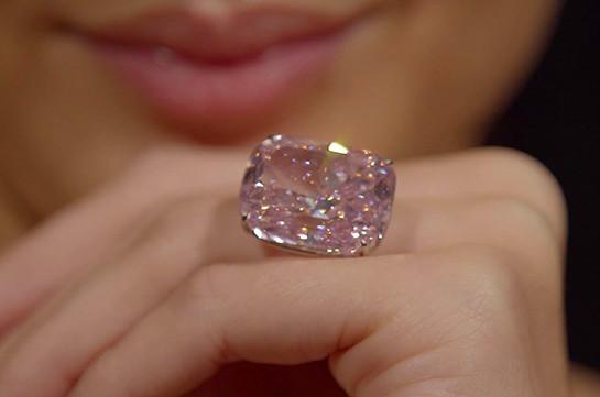 Крупнейший вмире розовый бриллиант продадут наторгах вЖеневе
