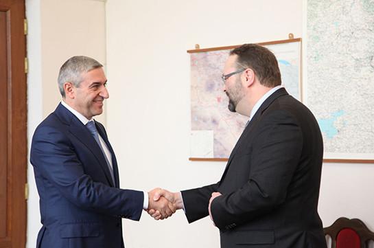 Ваан Мартиросян и посол Канады в Армении обсудили транспортные перевозки между Арменией и Канадой