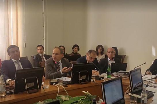 Никол Пашинян: Если нужно ходить в коридорах и зале заседаний парламента с дубинками, то мы так и сделаем