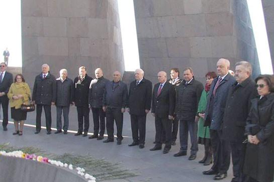 Николай Рыжков и российские парламентарии посетили мемориальный комплекс в Цицернакаберде